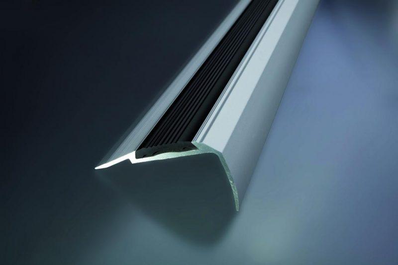 Schodová hrana vŕtaná s PVC vložkou 60x34 mm