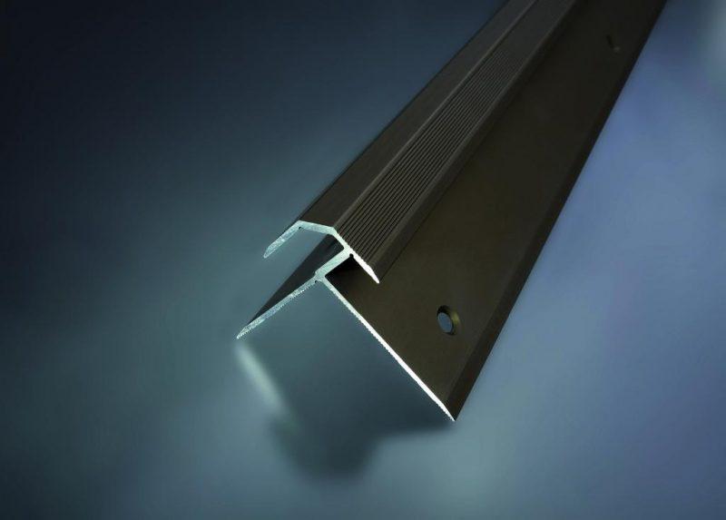Schodový profil vŕtaný 47x39 mm. hrúbka 5.0 - 5.5 mm